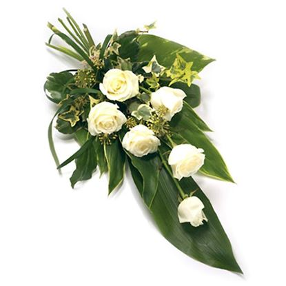 Picture of An elegant white-green naturaly coloured rose bouquet with greenery