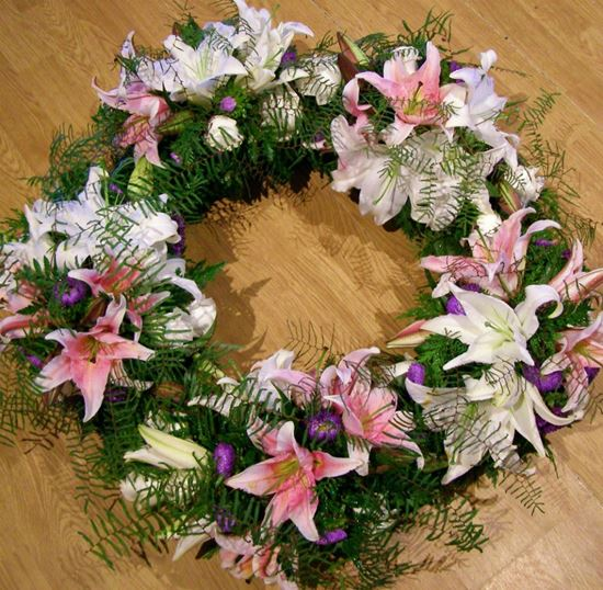 Picture of Fully decorated Funeral Wreath with white and pink lilies.