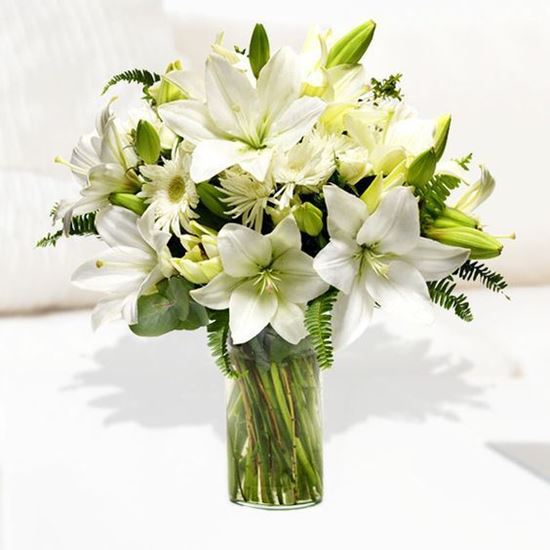 Picture of All white mixed bouquet with lilies and chrysanthenum