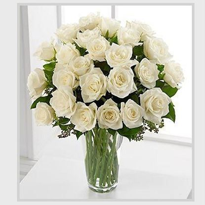 Picture of Pure Icelandic origin white coloured short stemmed rose bouquet.