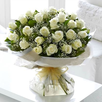 Picture of Classical and elegant bouquet with white short roses and baby breath.
