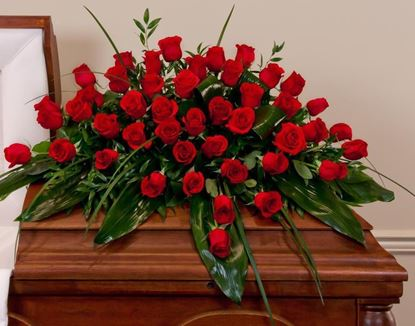 Picture of Modern casket spray with icelandic roses in 3 sizes and possibility of many colours.
