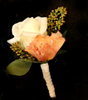 Picture of Groomsmen's boutonniere matching wedding bouquet n.4