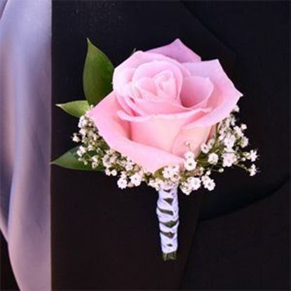Picture of Groomsmen's boutonniere matching wedding bouquet n.54