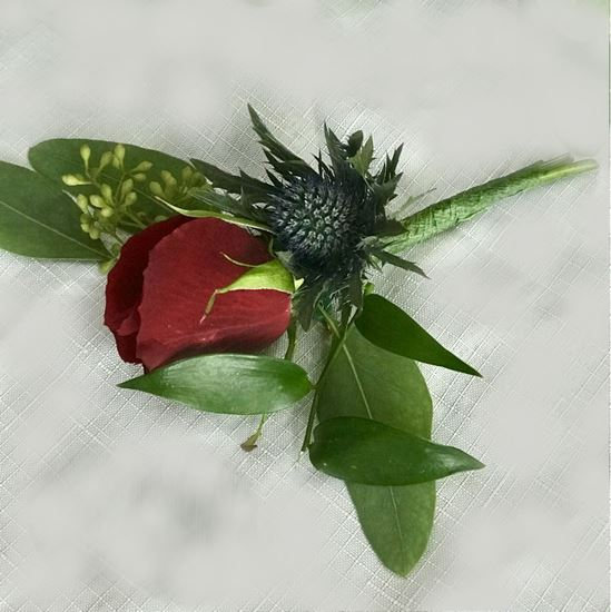 Picture of Groomsmen's boutonniere matching wedding bouquet n.10