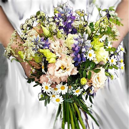Mynd An Icelandic fairy seasonal wedding bouquet inspired by an Icelandic nature.