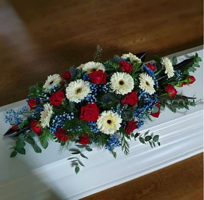 Picture of An elegant casket spray in 3 sizes and possibility of different colors.