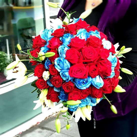 Picture of Premium 70 cm tall stemmed red and blue roses and white lilies.