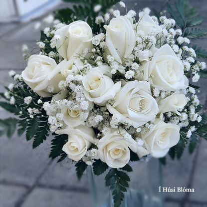 Picture of Timeless classic wedding bouquet with roses, baby´s breath and greenery.