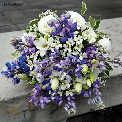 Picture of All white and blue blooms to spice up casual wedding in our Icelandic countryside.