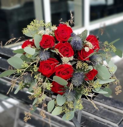 Picture of Boho style  bouquet with icelandic vibrand red roses, blue eryngjum and eucalypthus and more.